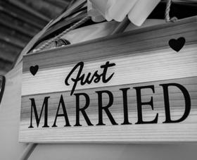 מעצב הזמנות לחתונה